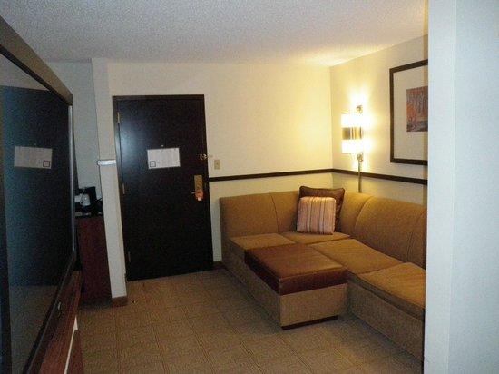 Hyatt Place Nashville/Hendersonville: Door and sitting area