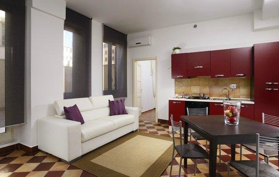 Maison Re di Roma: salone con divano letto