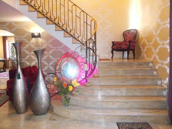 Hotel Majuscule : Escalier marbre