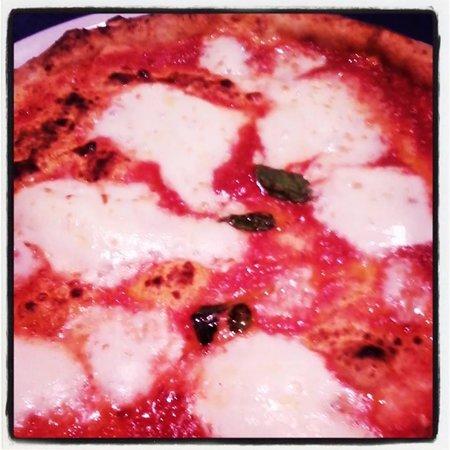 Trattoria Caprese: Pizza La Regina