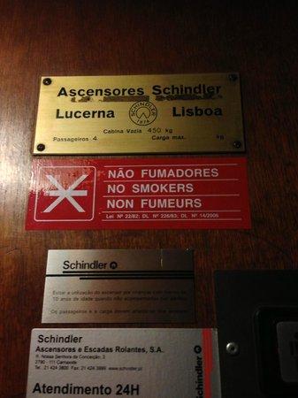 Albergaria Insulana: Таблички в лифте