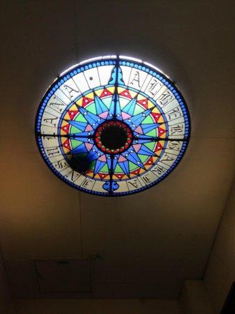 Albergaria Insulana: Плафон на потолке 4 этажа