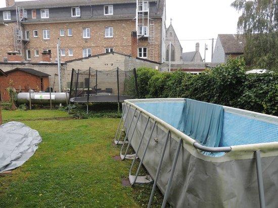 Hotel Grenier des Grottes : soit disant piscine