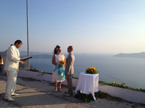 Pelagos Hotel-Oia : Location that Oia Pelagos manager organised for our wedding.