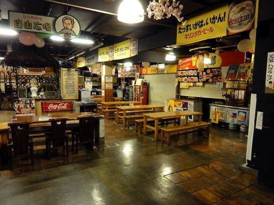 Hirome Ichiba: ひろめ市場の食堂です。早朝から営業しているお店もあります