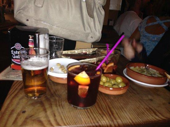 Bar Alfalfa : sangria y aceitunas