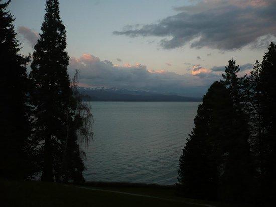 La Cascada Hotel: Vista del lago desde el Hotel