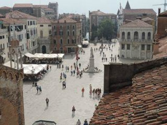B&B Bloom Venice: view of square from rooftop terrace
