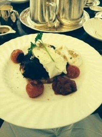 Bettys Cafe Tea Rooms - Harlow Carr: Eggs Florenrine Breakfast Rosti - Delicious!!