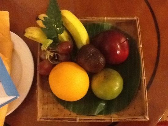 Jogjakarta Plaza Hotel: complimentary fruit basket