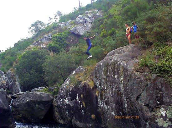 Pozas do rio pedras descenso desde a portela photo de for Piscinas naturales rio malo