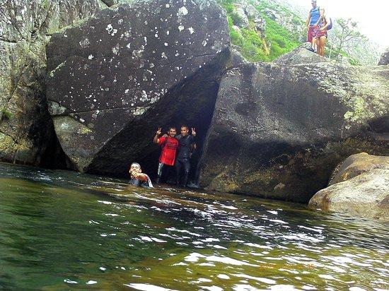 Pozas do rio pedras descenso desde a portela picture of for Piscinas naturales