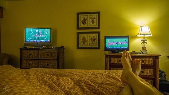 Dunes Village Resort: 2 TVs! 2 games at once!