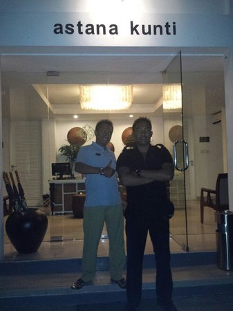Astana Kunti: Some more friendly staff Yakusa from reception & Gede from security, miss your guys friendlyness