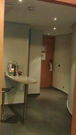 JM Suites Hotel : Hallway  from kitchen