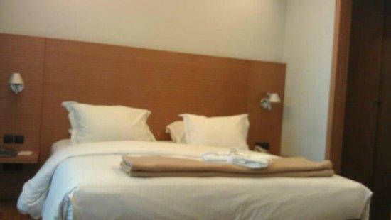 JM Suites Hotel : Bed