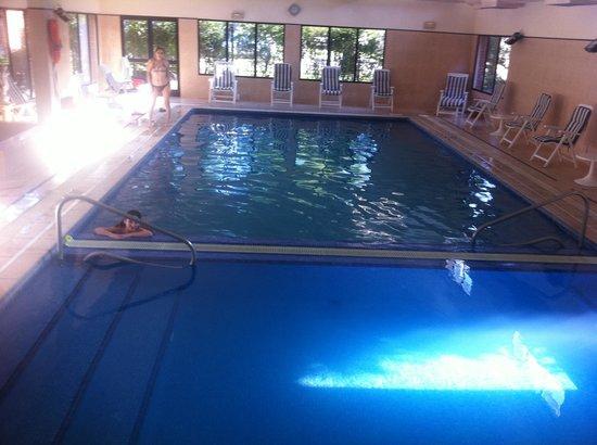 El Mirador Hotel and Spa : otra foto de la piscian int. con area separa para niños