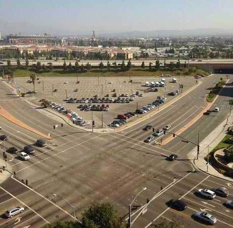 Doubletree by Hilton Anaheim - Orange County: 14th Floor View