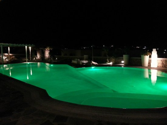 Ostraco Suites : Pool by night