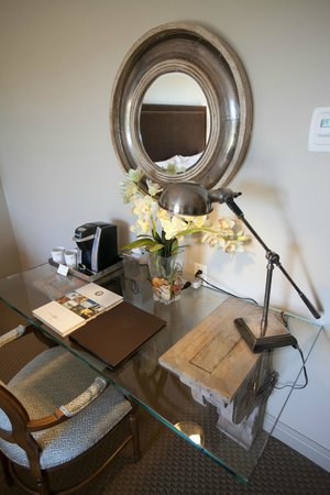Diamond Mills Hotel: Stylish decor inside guest rooms