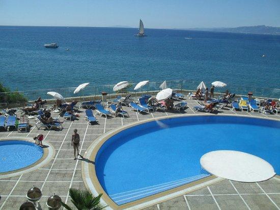 Hotel Best Negresco : Вид из холла.