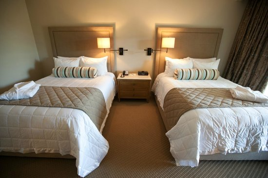 Diamond Mills Hotel: Inside a Deluxe Queen Room