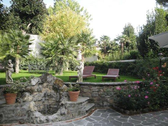 Relais La Corte di Cloris : Jardim