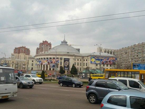 Premier Hotel Lybid: Цирк напротив отеля