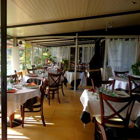 Le Clos des vignes : Une partie de la salle à manger
