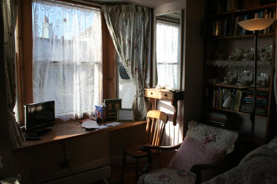 Sanctuary Bookshop and Booklover's B&B: Another View of the Room