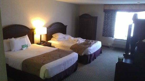 La Quinta Inn & Suites Oakland - Hayward: beds