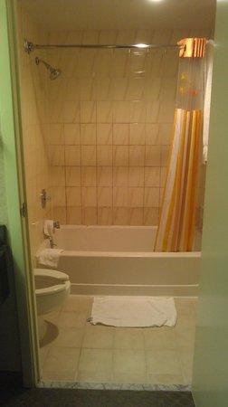 La Quinta Inn & Suites Hayward Oakland Airport : bathroom