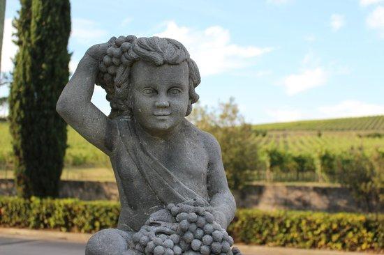 Castello Banfi - Il Borgo : Statues = classy