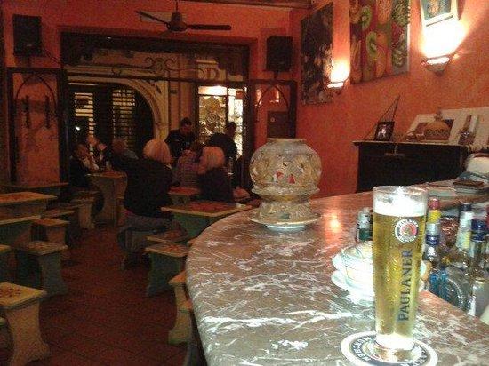 Re di Bastoni: Interno Pub