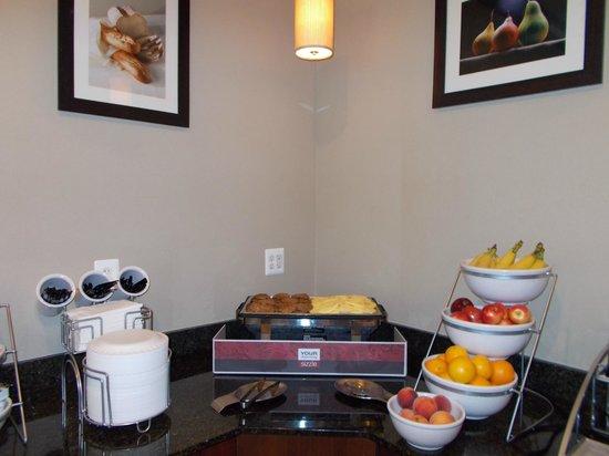 Comfort Inn & Suites Lexington Park: Breakfast