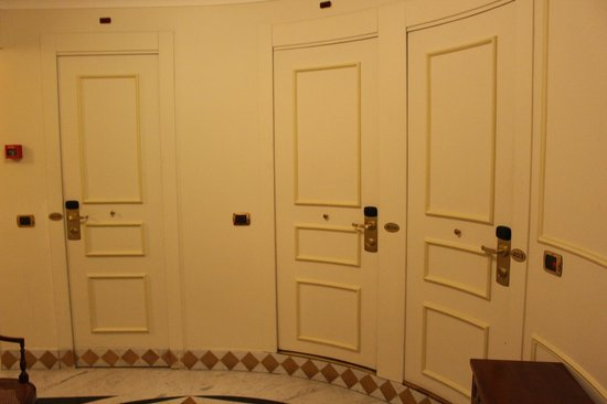 The Britannia Hotel: Weird hallway