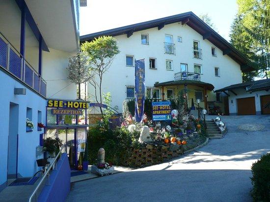 Hotel Barry Memle Lakeside Resort: Hotelgelände, wenn man von der Straße kommt