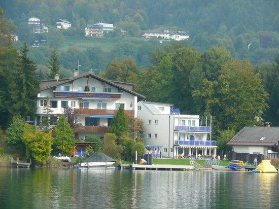 Hotel Barry Memle Lakeside Resort: Hotel vom Wörthersee aus gesehen, bei einer Schifffahrt