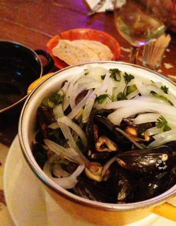 Restaurant Papa's: Mussels steamed with white wine, onions and parsley.