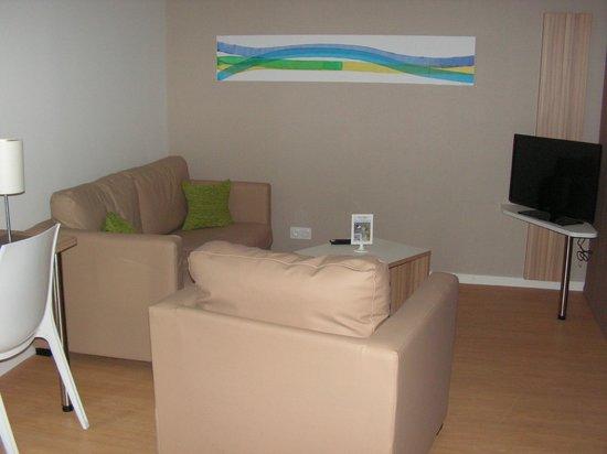Quality Suites Lyon 7 Lodge: living area
