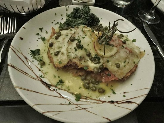 D'raymonds Restaurant & Lounge: VeaL Antonio