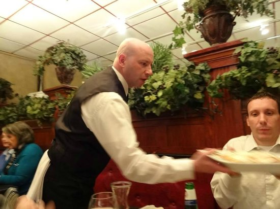 D'raymonds Restaurant & Lounge: Great Service