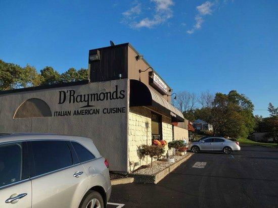 D'raymonds Restaurant & Lounge: D'Raymonds