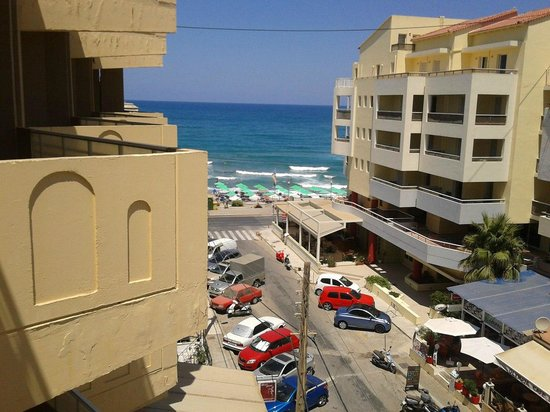 Aloe Apartments & Studios : Вид с балкона