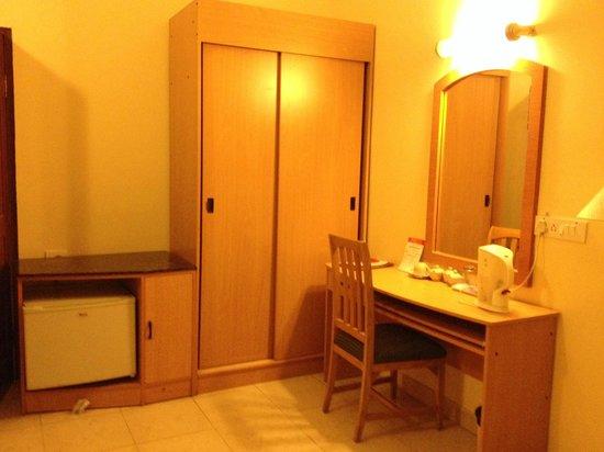 Hotel Oriental Inn: Room