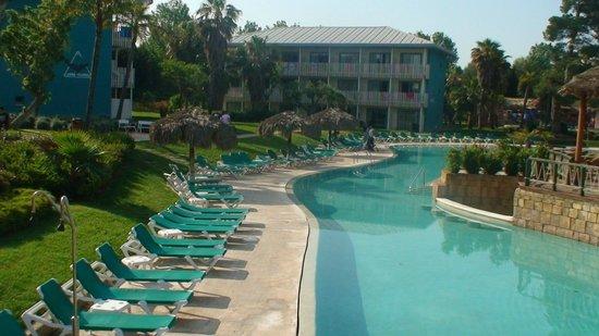 PortAventura Hotel Caribe : бассейн