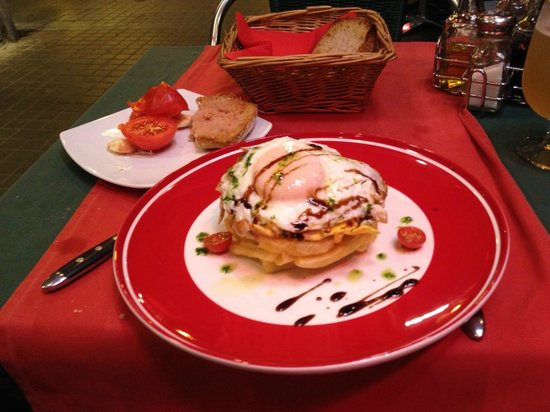 Café Tomate: Huevo frito con patatas,...en montaña
