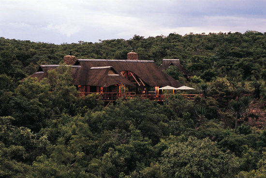 Makweti Safari Lodge: Makweti Main Lodge overlooks the Makweti Gorge and the Waterberg Mountains
