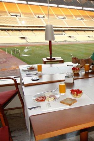 Exe Isla Cartuja: Breakfast view