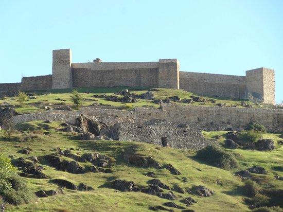 Jose Vicente: Vista del impactante Castillo de Aracena,que es muy recomendable visitar.